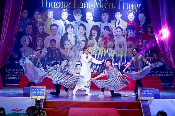 Đêm nhạc 'Thương lắm Miền Trung' của Trịnh Kim Chi giúp bà con vùng lũ gần 800 triệu đồng - Ảnh 3.