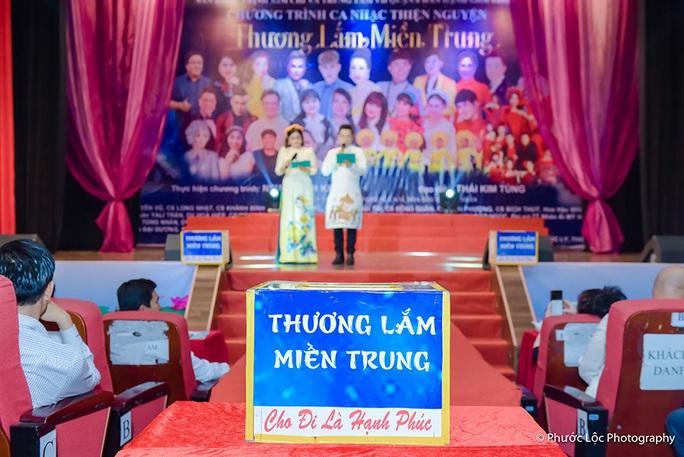 Đêm nhạc 'Thương lắm Miền Trung' của Trịnh Kim Chi giúp bà con vùng lũ gần 800 triệu đồng - Ảnh 1.