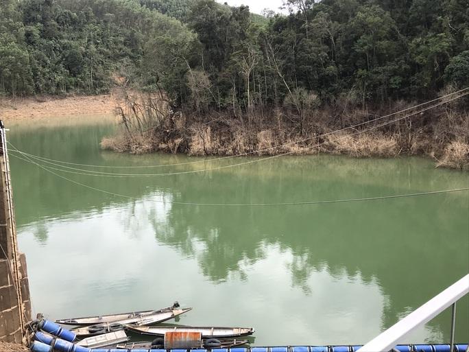 Lội suối vào kiểm tra thủy điện Thượng Nhật tích nước trái phép - Ảnh 6.