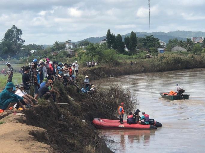 Phát hiện thi thể 1 học sinh lớp 6 dưới sông - Ảnh 1.