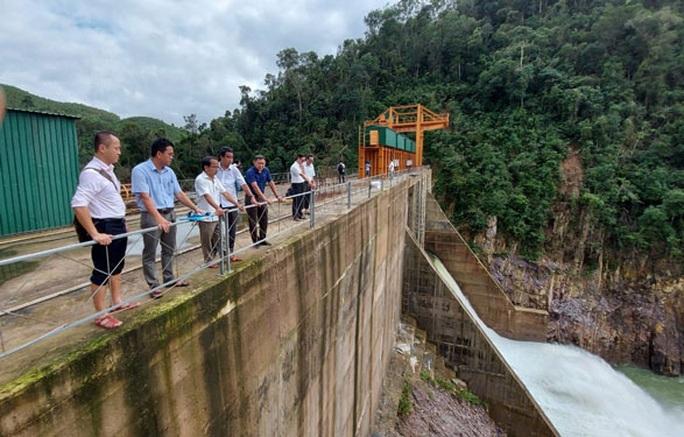 Thủy điện Thượng Nhật tích nước phát điện trái phép: Chủ đầu tư vi phạm, lý giải vòng vo - Ảnh 1.