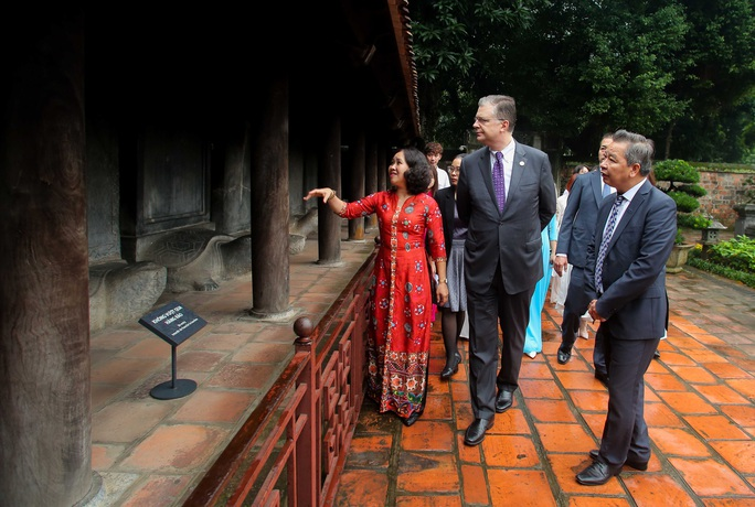 CLIP: Đại sứ Mỹ thăm Văn Miếu-Quốc Tử Giám - Ảnh 7.