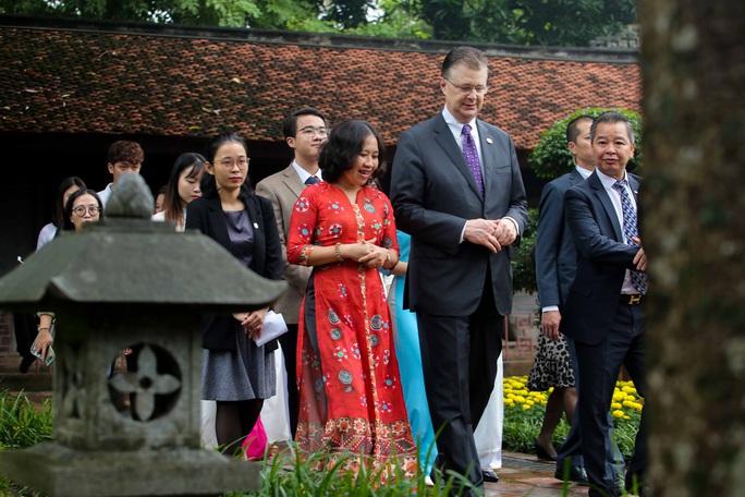 CLIP: Đại sứ Mỹ thăm Văn Miếu-Quốc Tử Giám - Ảnh 9.