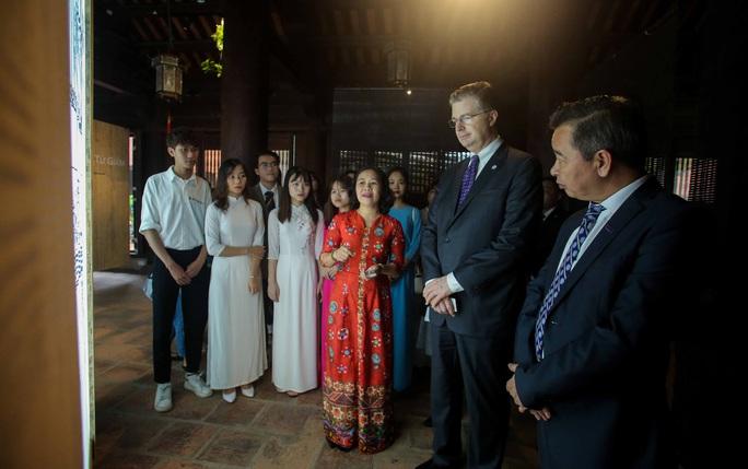 CLIP: Đại sứ Mỹ thăm Văn Miếu-Quốc Tử Giám - Ảnh 10.