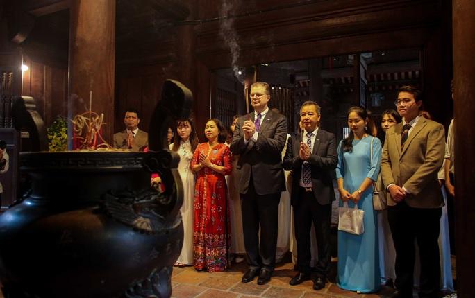 CLIP: Đại sứ Mỹ thăm Văn Miếu-Quốc Tử Giám - Ảnh 12.