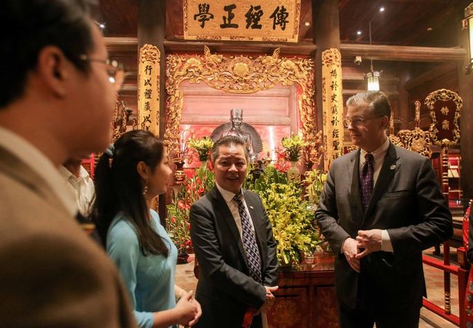 CLIP: Đại sứ Mỹ thăm Văn Miếu-Quốc Tử Giám - Ảnh 13.