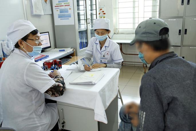 Người đầu tiên nhiễm HIV vẫn sống khoẻ mạnh sau 30 năm - Ảnh 1.