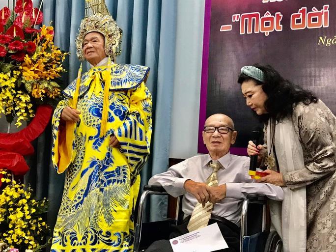 Nghệ sĩ tề tựu vinh danh NSND Đinh Bằng Phi - Ảnh 1.