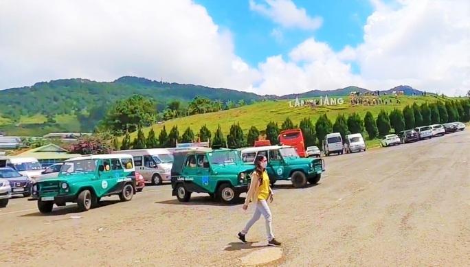 Lâm Đồng tạm đình chỉ xe U-oát quá đát chở khách ở Langbiang - Ảnh 1.