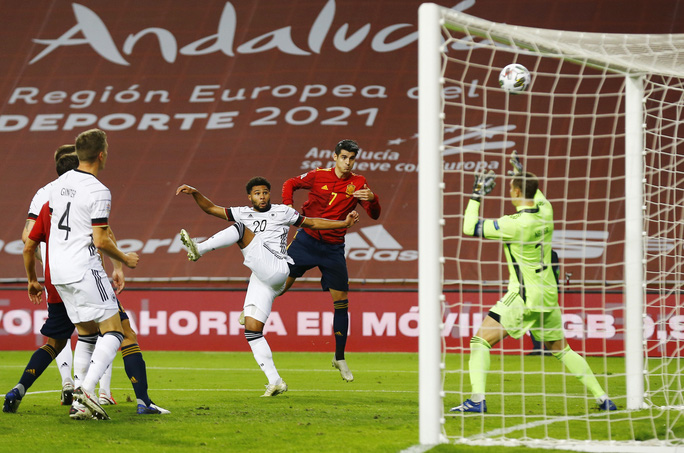 Xe tăng Đức tuột xích, thảm bại 0-6 trước Tây Ban Nha - Ảnh 4.