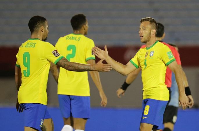 Cavani lãnh thẻ đỏ, Uruguay thua thảm Brazil  - Ảnh 2.