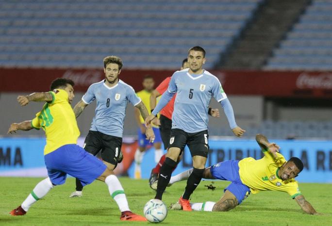 Cavani lãnh thẻ đỏ, Uruguay thua thảm Brazil  - Ảnh 1.