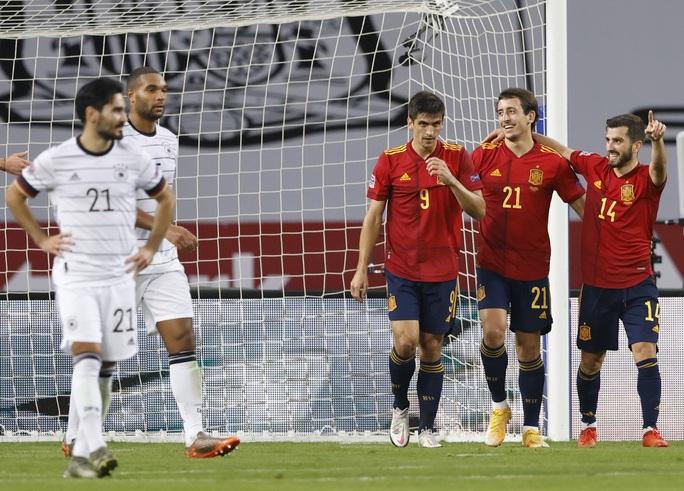 Xe tăng Đức tuột xích, thảm bại 0-6 trước Tây Ban Nha - Ảnh 6.