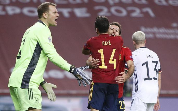 Xe tăng Đức tuột xích, thảm bại 0-6 trước Tây Ban Nha - Ảnh 7.