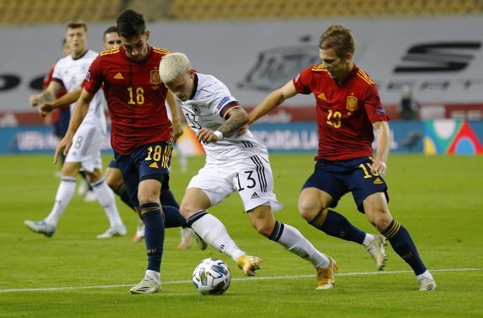 Xe tăng Đức tuột xích, thảm bại 0-6 trước Tây Ban Nha - Ảnh 2.