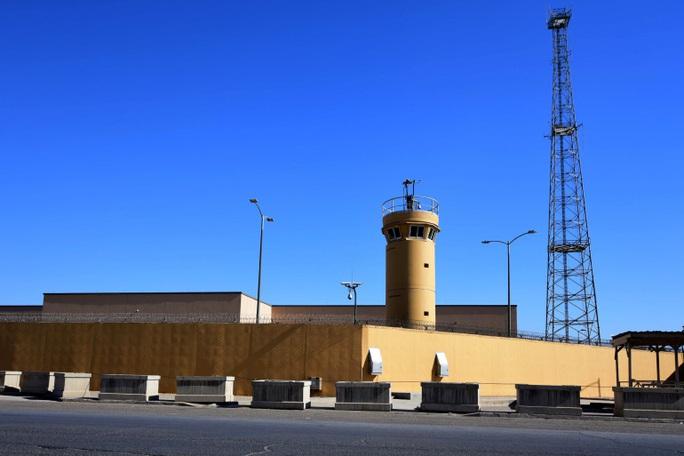 Vừa thông báo rút thêm quân, tên lửa đã phóng tới đại sứ quán Mỹ ở Iraq - Ảnh 2.