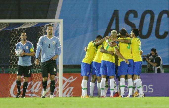Cavani lãnh thẻ đỏ, Uruguay thua thảm Brazil  - Ảnh 6.