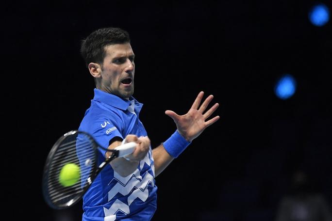 Djokovic gặp khó tại ATP Finals 2020 - Ảnh 1.
