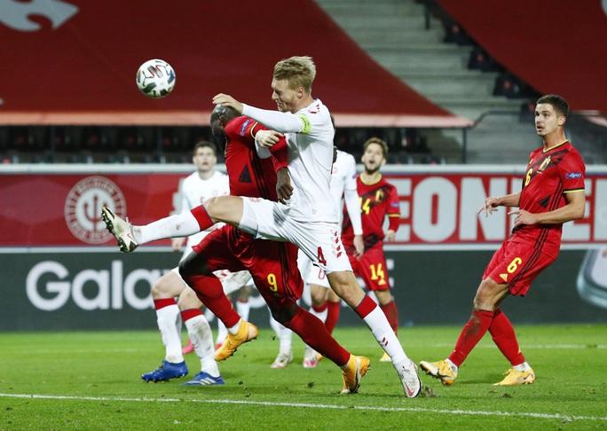 Người nhện Courtois phá lưới nhà, Bỉ vượt Đan Mạch giành vé vàng bán kết - Ảnh 1.