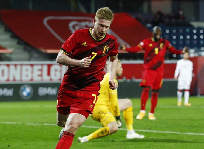 Người nhện Courtois phá lưới nhà, Bỉ vượt Đan Mạch giành vé vàng bán kết - Ảnh 6.