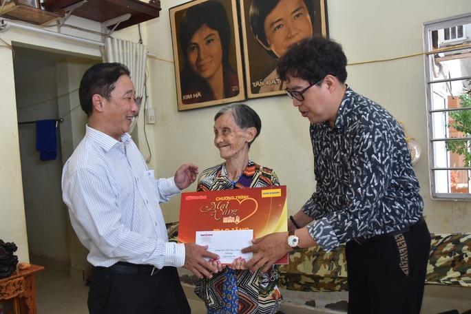 Mai Vàng nhân ái thăm hai nghệ sĩ Kim Hà và Tiến Dũng - Ảnh 1.