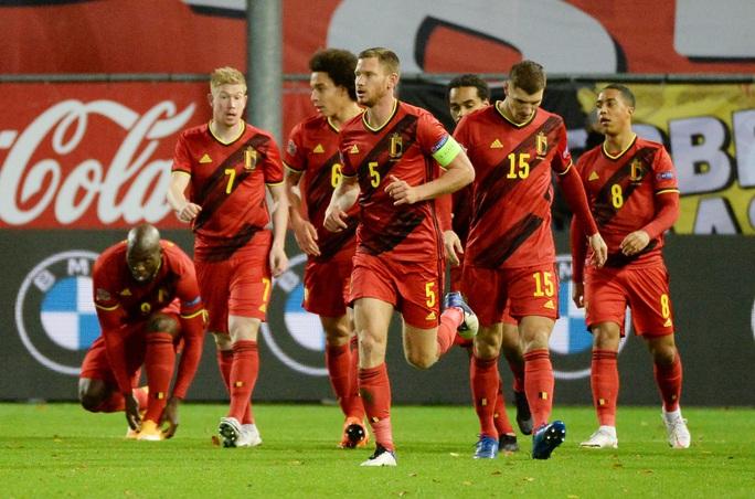 Người nhện Courtois phá lưới nhà, Bỉ vượt Đan Mạch giành vé vàng bán kết - Ảnh 2.