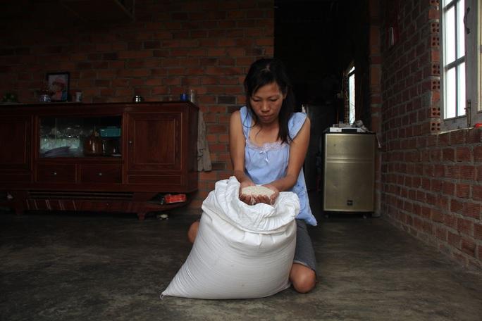 Vụ Bớt xén gạo cứu đói dân nghèo: Công an vào cuộc - Ảnh 2.