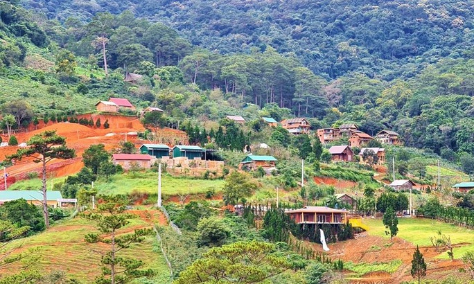 Bắt đầu cưỡng chế tháo dỡ làng biệt thự trái phép cạnh hồ Tuyền Lâm - Đà Lạt - Ảnh 5.