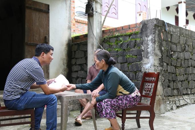 Vụ Bớt xén gạo cứu đói dân nghèo: Công an vào cuộc - Ảnh 1.
