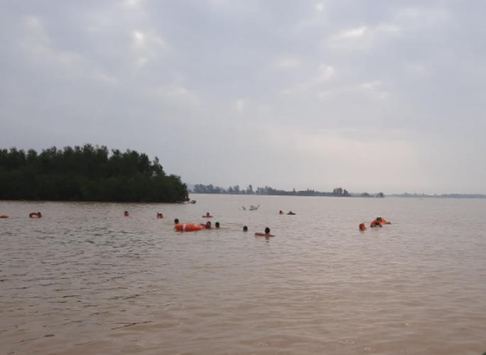 Đau lòng 1 ngày tìm thấy 5 thi thể bị nước lũ cuốn tại Nghệ An - Ảnh 1.