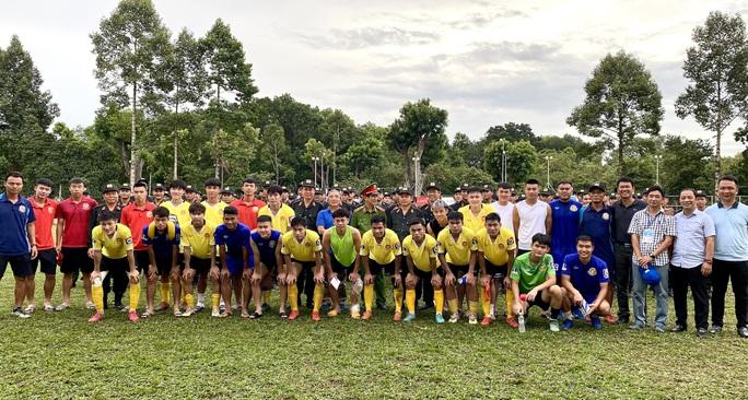 Siêu phẩm sút phạt của Đinh Thanh Bình giúp đội CAND vào bán kết, tranh vé lên giải Hạng nhất 2021 - Ảnh 2.