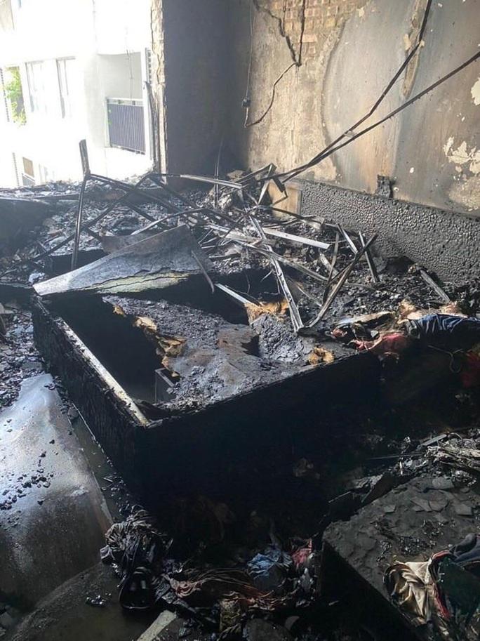 Cháy trên tầng 29 chung cư Goldmark City, hàng trăm người tháo chạy - Ảnh 4.