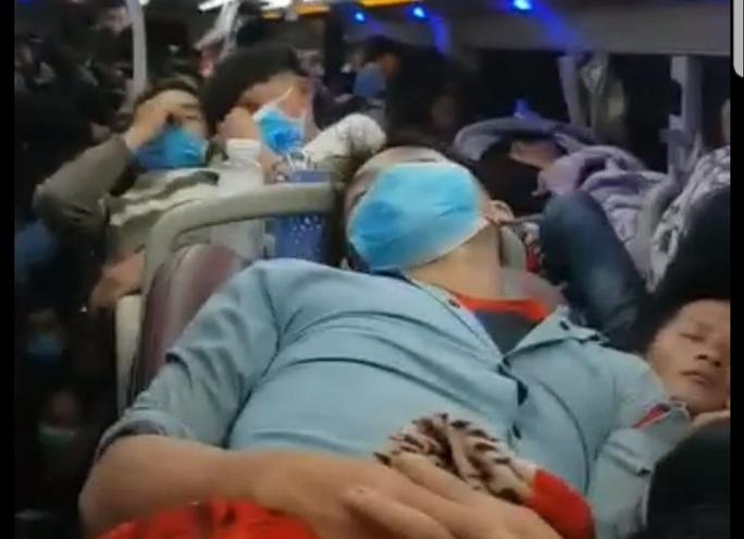 CLIP: Choáng với xe khách 44 chỗ nhồi nhét 92 người