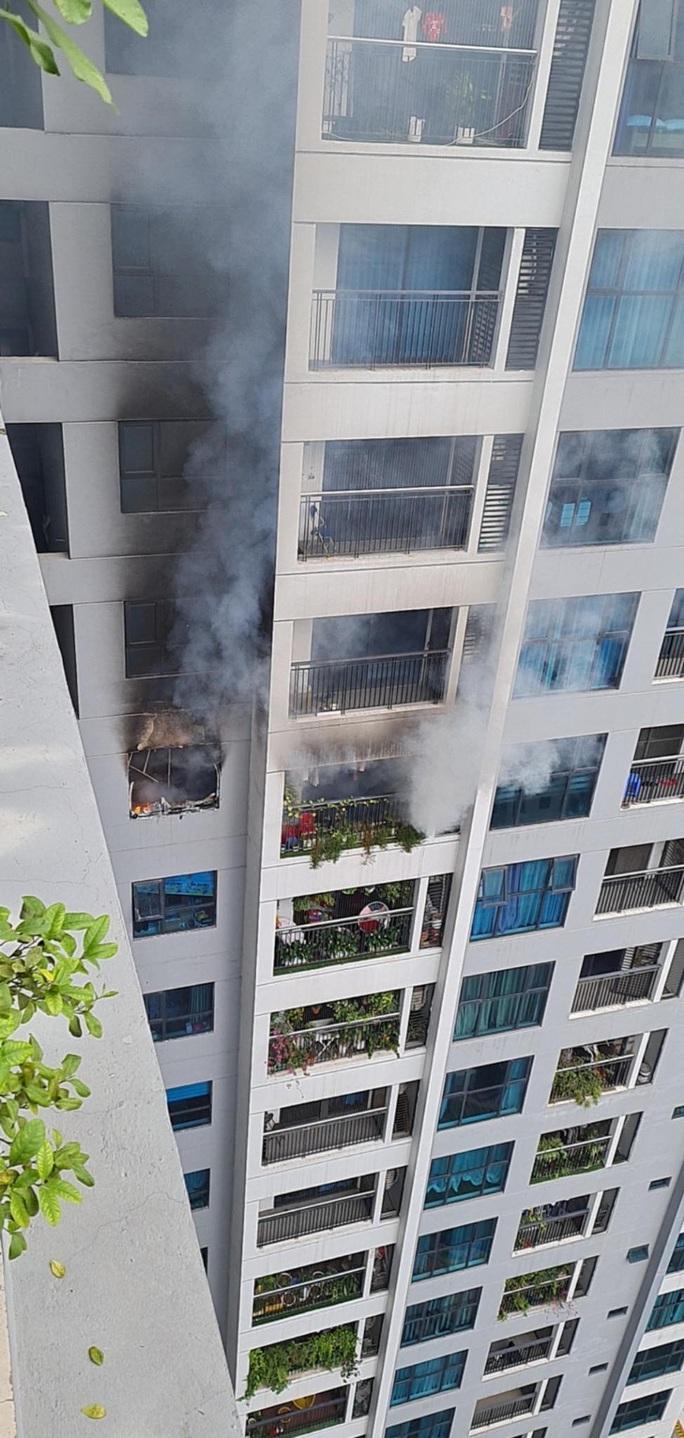 Cháy trên tầng 29 chung cư Goldmark City, hàng trăm người tháo chạy - Ảnh 9.