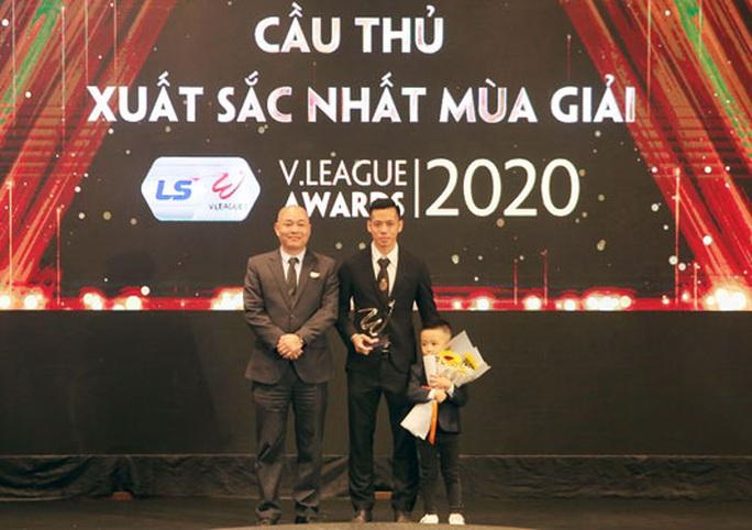 Văn Quyết đoạt giải cầu thủ xuất sắc nhất V-League 2020 - Ảnh 1.
