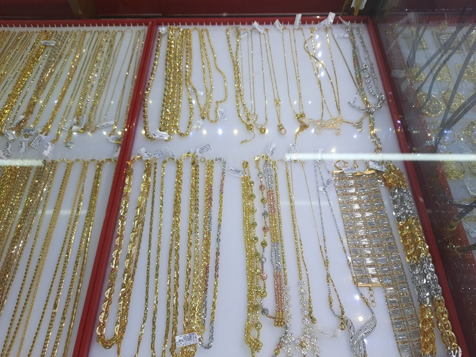 Giá vàng hôm nay 20-11: Liên tiếp bị nhấn chìm, giới đầu tư bán hơn 43 tấn vàng - Ảnh 1.