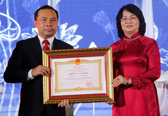 ĐHQG TP HCM nhận danh hiệu Anh hùng Lao động thời kỳ đổi mới - Ảnh 1.