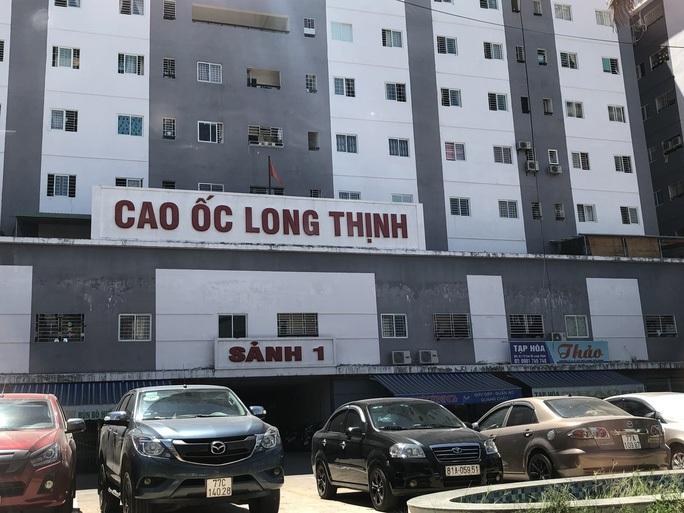 """Sau vụ cháy khu nhà ở xã hội của… """"người giàu"""", Bình Định cấm đỗ ôtô gần chung cư - Ảnh 1."""