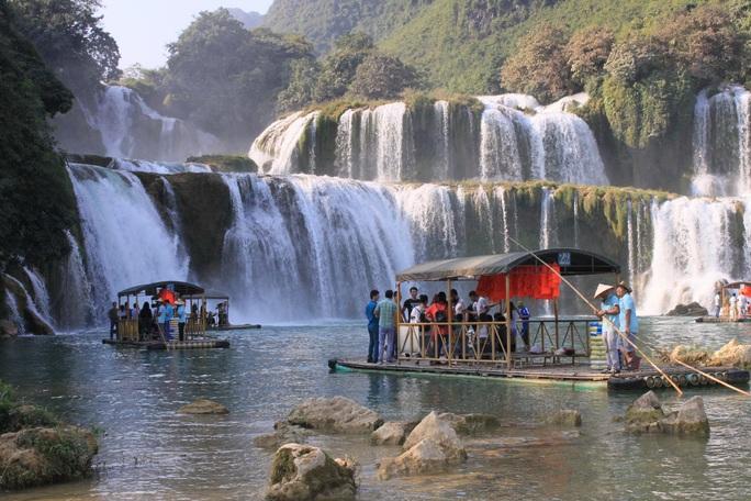 Thất thu 23 tỉ USD, du lịch Việt cần tour độc đáo - Ảnh 1.
