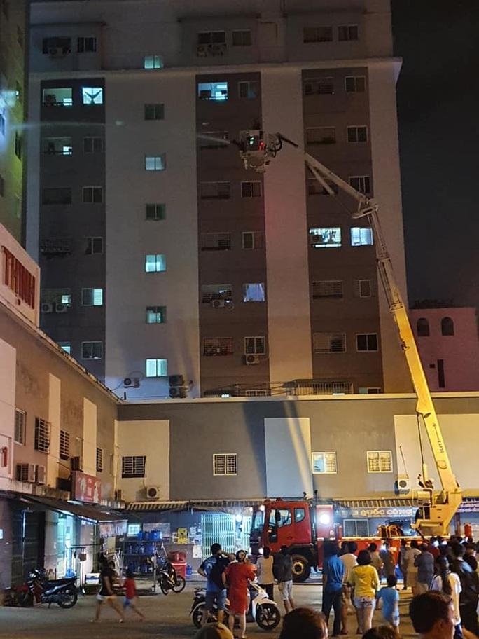 """Sau vụ cháy khu nhà ở xã hội của… """"người giàu"""", Bình Định cấm đỗ ôtô gần chung cư - Ảnh 2."""