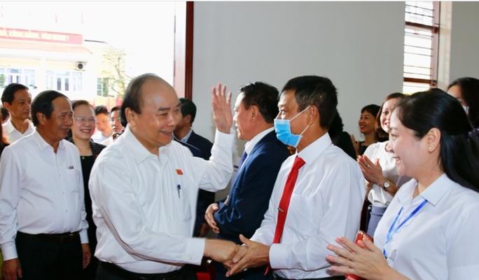 Thủ tướng Nguyễn Xuân Phúc tiếp xúc cử tri huyện An Lão, Hải Phòng. - Ảnh 1.