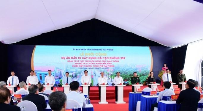 Thủ tướng Nguyễn Xuân Phúc tiếp xúc cử tri huyện An Lão, Hải Phòng. - Ảnh 2.