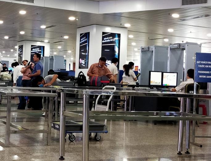 Cô gái trẻ dùng giấy tờ giả đi máy bay chặng Đà Nẵng - TP HCM - Ảnh 1.