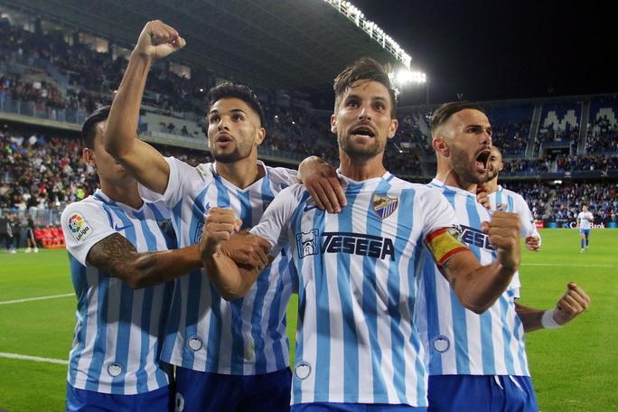 Hiệp sĩ Zorro Banderas sắp trở thành ông chủ đội bóng Malaga - Ảnh 5.