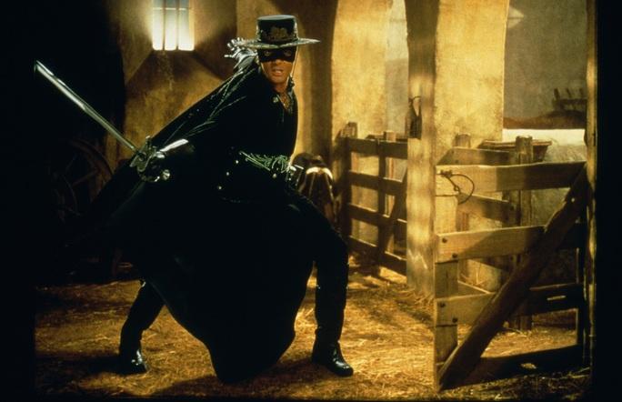 Hiệp sĩ Zorro Banderas sắp trở thành ông chủ đội bóng Malaga - Ảnh 2.
