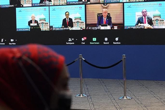 Động thái bất ngờ của Tổng thống Trump tại APEC - Ảnh 1.