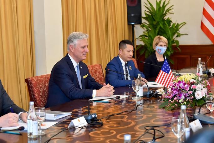 Cố vấn An ninh Mỹ: Ủng hộ Việt Nam vững mạnh, đóng vai trò quan trọng tại khu vực - Ảnh 6.