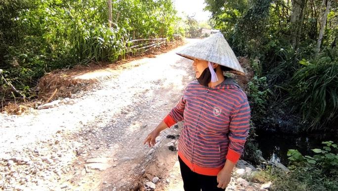 """CLIP: """"Con đường đau khổ"""" ở Quảng Bình khiến dân rùng mình khi đi lại - Ảnh 13."""