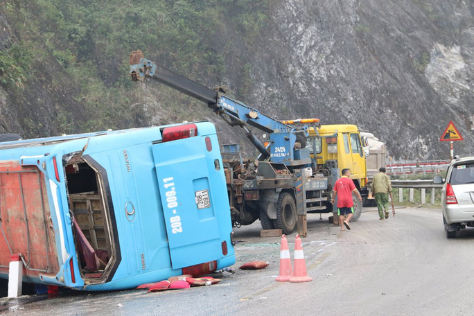 Vụ lật xe khách giường nằm khiến 12 người thương vong: Xe mất phanh khi xuống dốc - Ảnh 3.