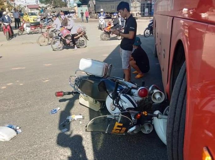 Công an TP Kon Tum nói gì vụ xe khách tông nhau với xe Cảnh sát trật tự? - Ảnh 1.